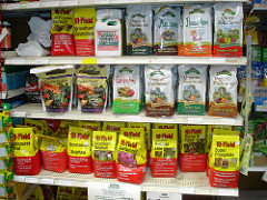Cover photo for Choosing the Right Fertilizer for Your Gardening Needs